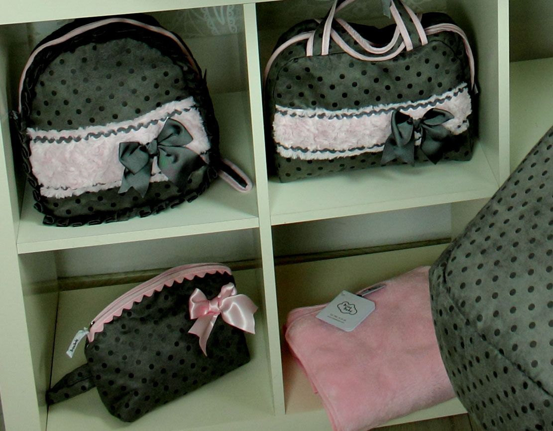 Brisabebe-Coleccion-Aroa-rosa-bolsos-neceser